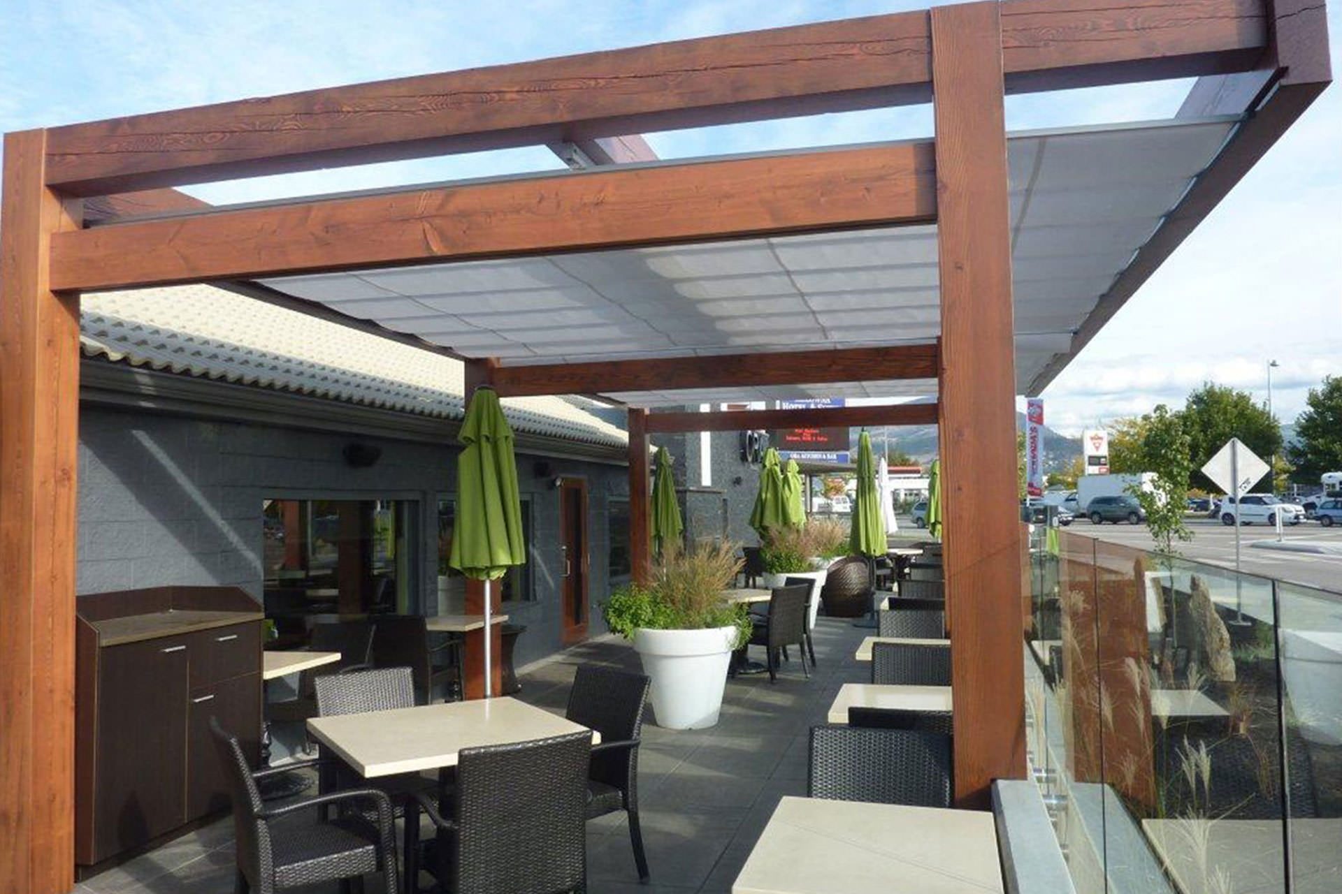 Cantilever Retractable Canopies at Ora Restaurant in Kelowna 3