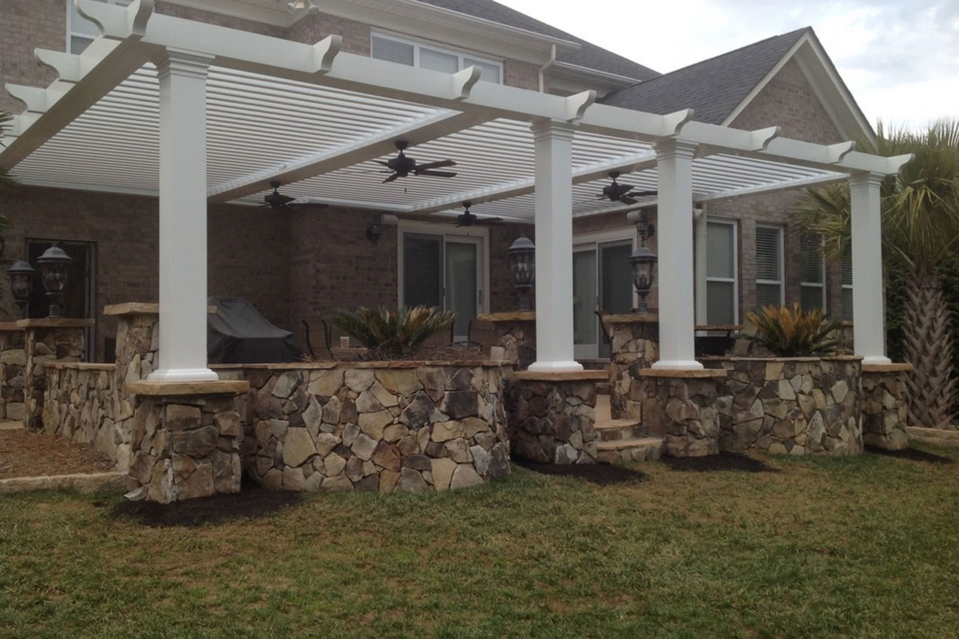 Pergola roof ideas what you need to know shadefx canopies - Pergola with roof ...