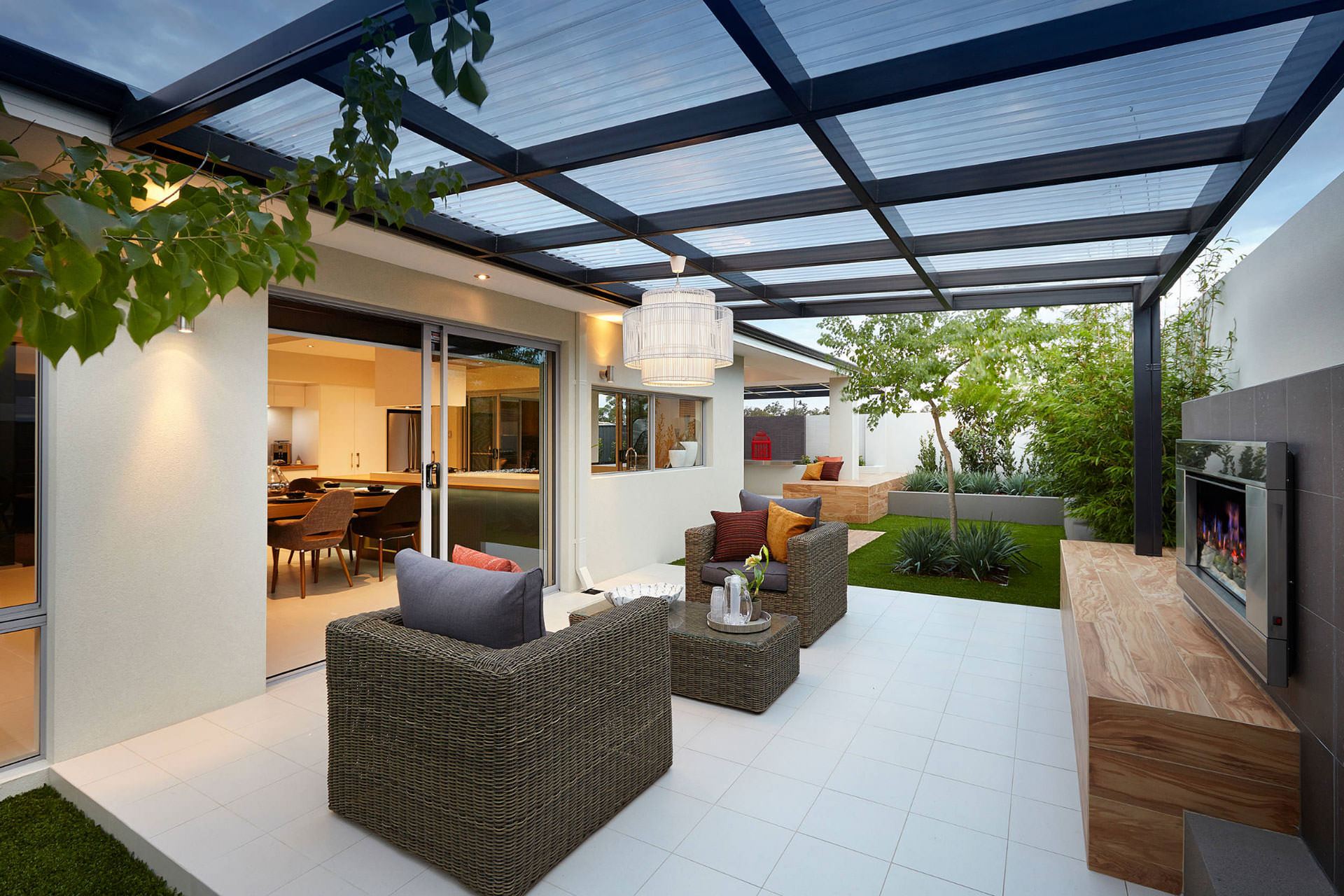 Pergola roof ideas what you need to know shadefx canopies for Jardin moderne photo