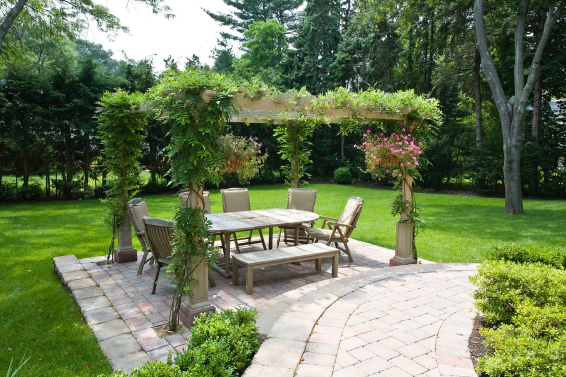 Pergola shade pratical solutions for every outdoor space for Pergola images houzz