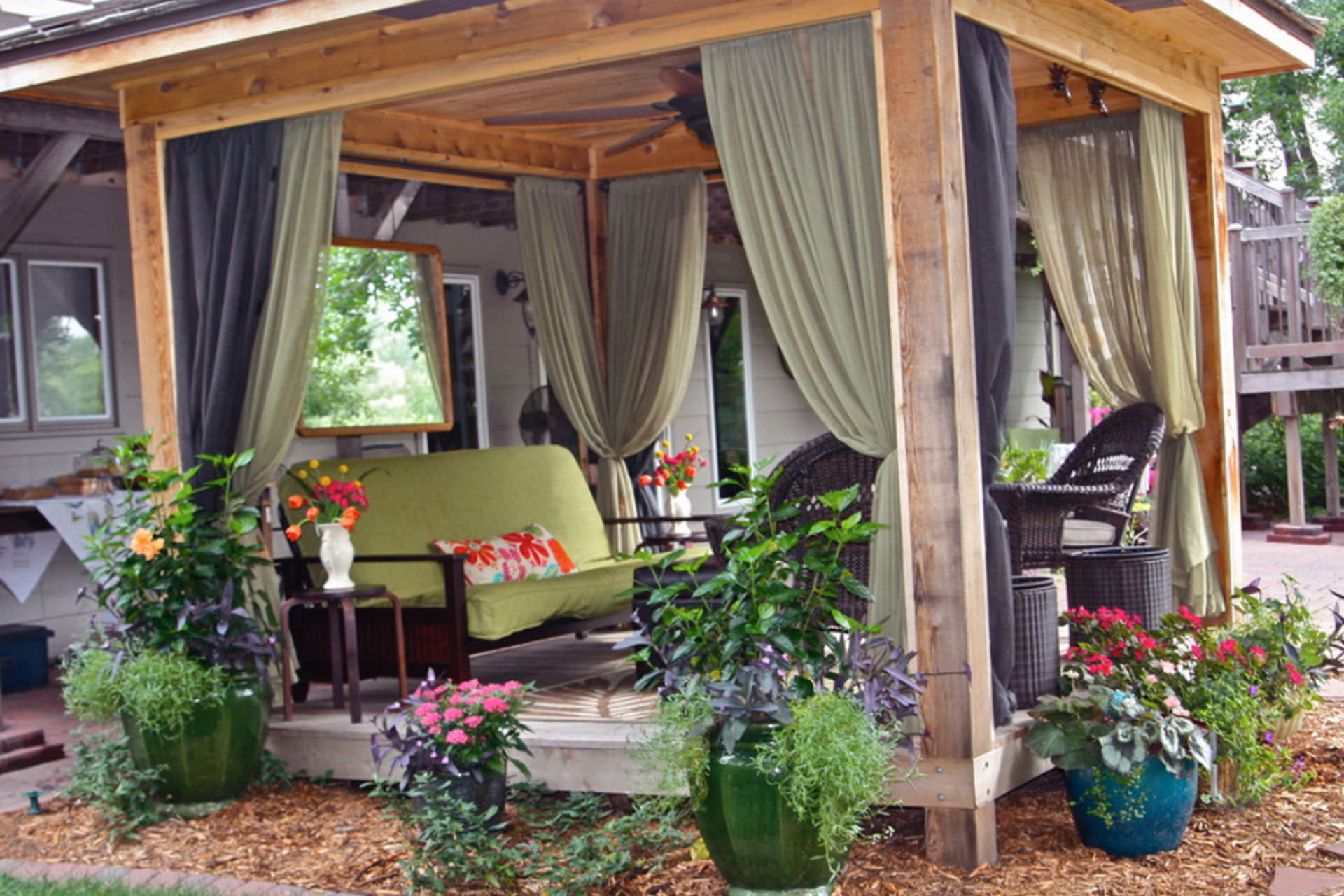 Apartment Patio Makeover: Patio decorating ideas for coziest ...