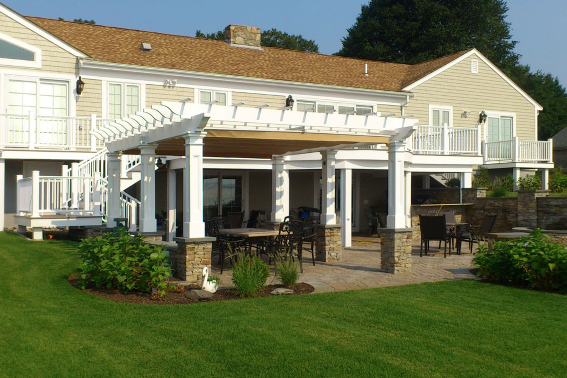Choosing a Retractable Awning: ShadeFX