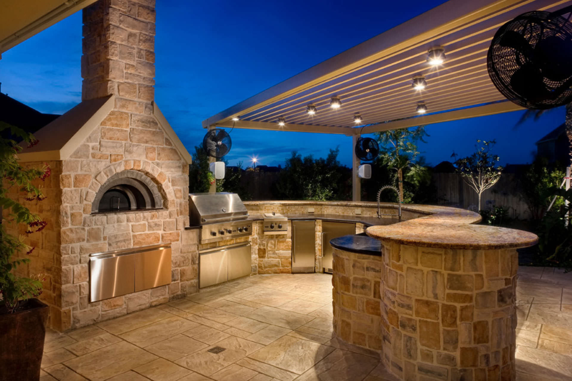 Building the dream outdoor kitchen for Exterior kitchen ideas