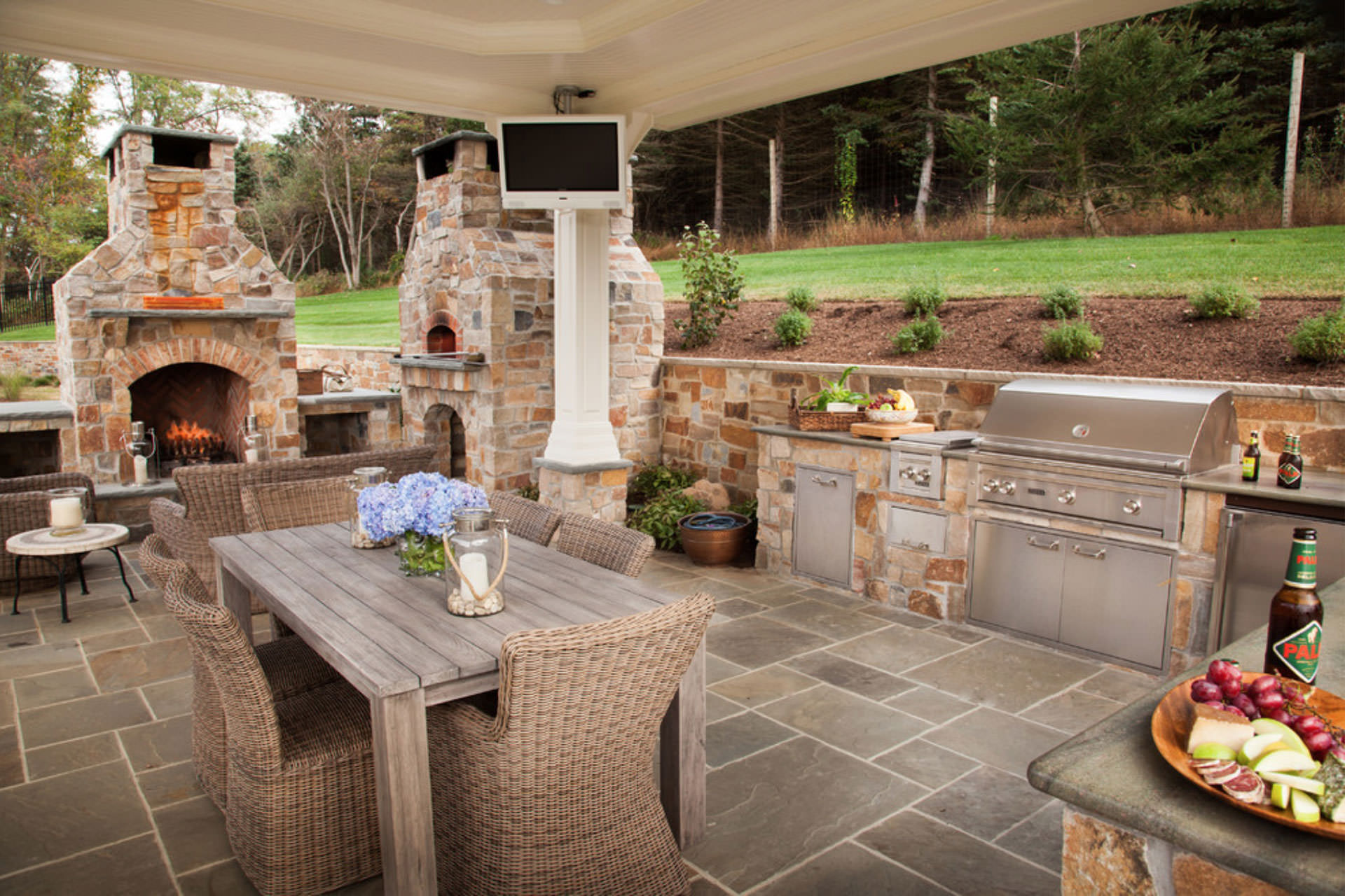 Five popular design features for outdoor entertaining for Entertaining kitchen designs