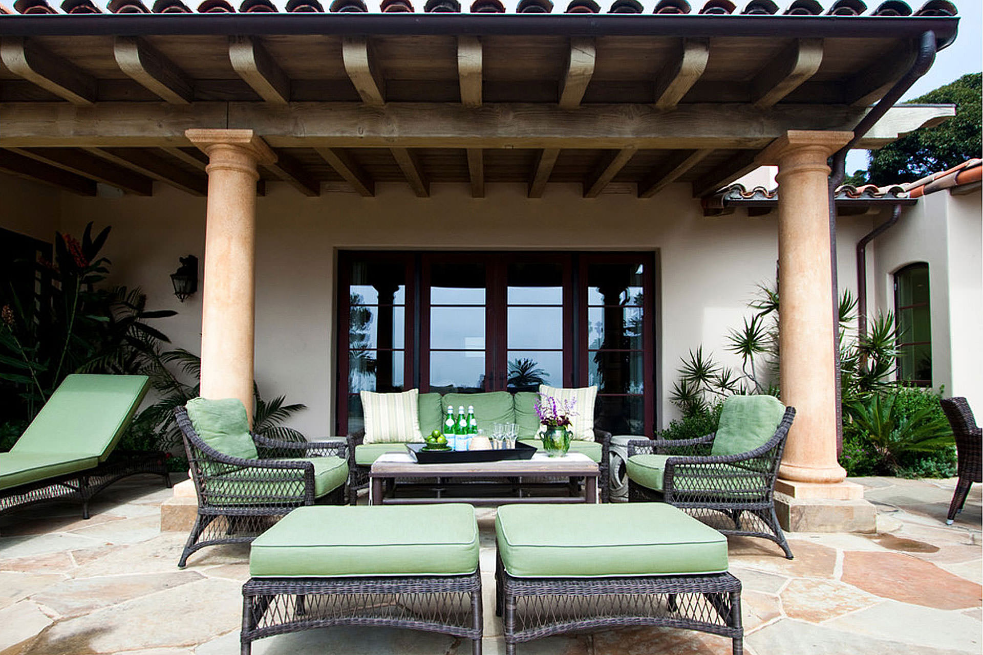 2014 Outdoor Style & Function Choosing Outdoor Furniture