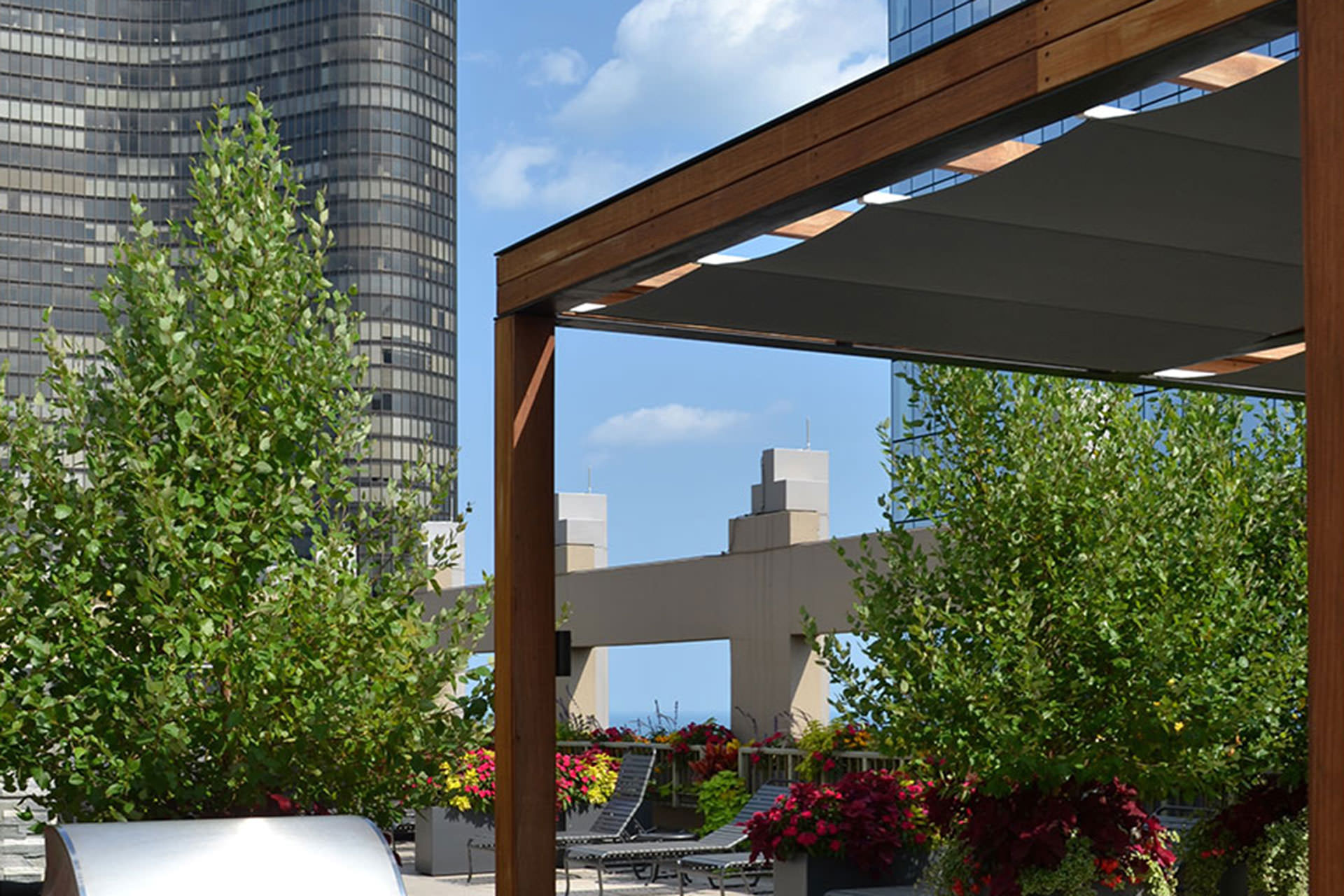 Chicago roof deck turns to shadefx for shade and privacy for Outdoor deck privacy solutions